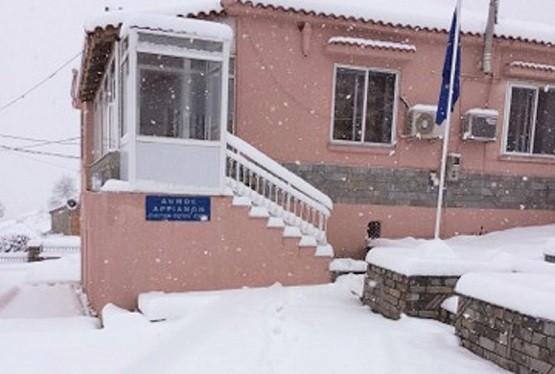 Ανοιχτοί δρόμοι, κλειστά σχολεία στην χιονισμένη ορεινή Ροδόπη