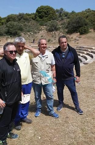 Στην πανέμορφη Μαρώνεια «ξεναγείται» ο πρώην πρωθυπουργός Κώστας Καραμανλής