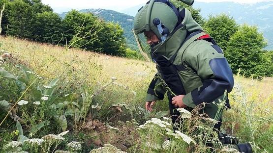 Εξουδετερώνονται νάρκες, αποδίδονται εκτάσεις στις τοπικές κοινωνίες