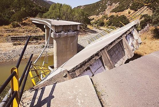 Ρεκόρ καθυστέρησης στα συντρίμμια της γέφυρας Κομψάτου