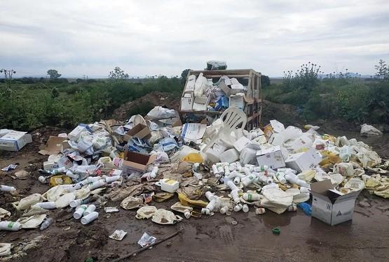 «Βουνό» οι κενές συσκευασίες φυτοφαρμάκων σε πολλά σημεία του νομού Ροδόπης